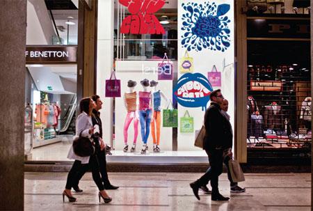 网上销售占比扩大 英国实体零售商竞相加码线上