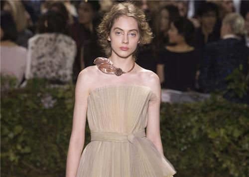 Dior发布2017春夏高级定制 腾讯直播超66万人观看