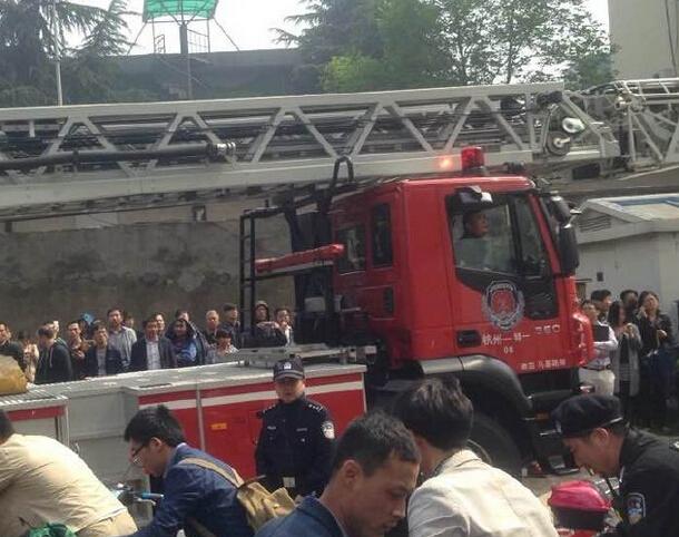 杭州百脑汇电脑城发生火灾 现场烟雾弥漫