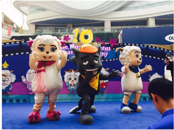 喜羊羊10周年主题展亮相悠唐购物中心李晨助