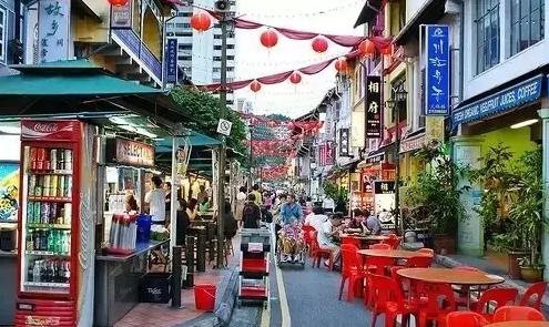 这里有中国各地的小吃,是在新加坡的华人非常喜欢的地方