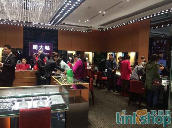 中商广场2015中国购物节现场 购买力不亚于网购