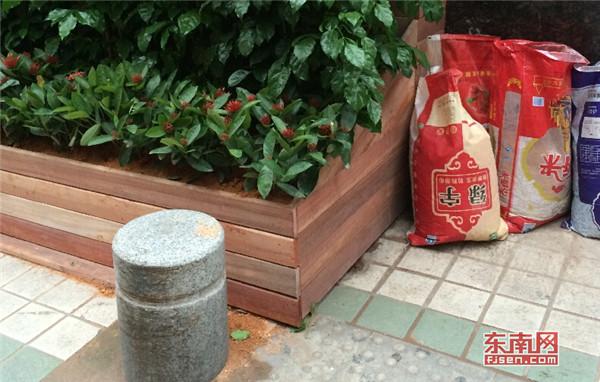 三明夏商百货占道违建 被城建叫停仍在施工
