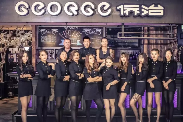 杭州万象城开了家型男复古理发店 高富帅都来了