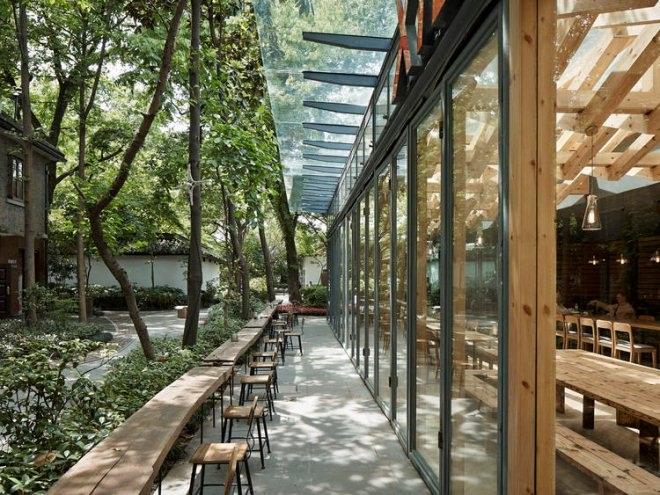 杭州这间咖啡馆,可以去体验木结构下的光影
