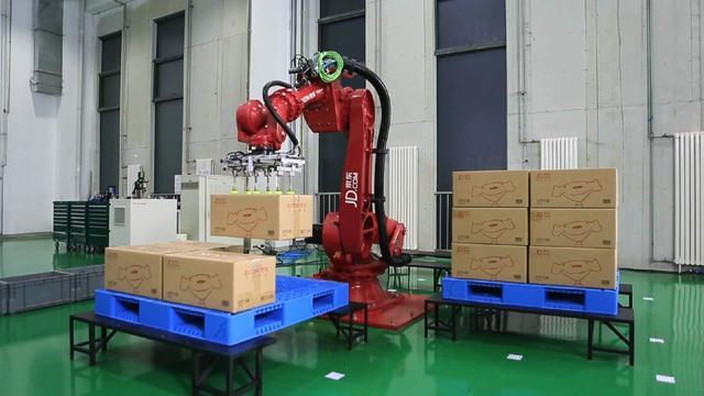 的特色所在,肖军说,京东采用大量智能物流机器人进行协同与配