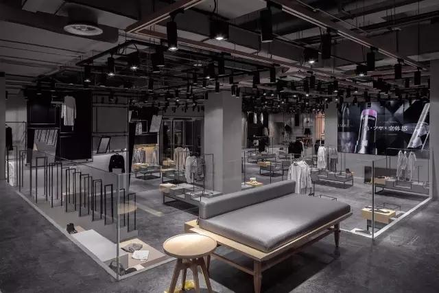 天猫Top品牌落地线下开店还专门设了个试衣间