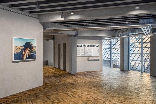 Prada在米兰办了个展 用来做影像和视觉语言展示