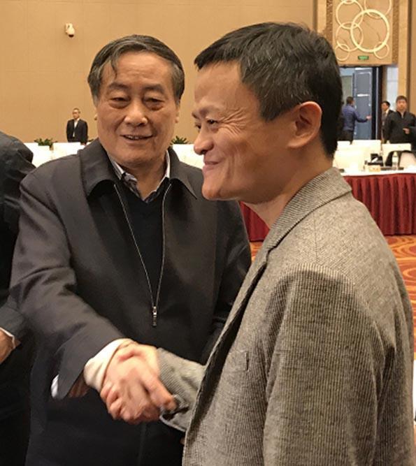 马云宗庆后会后握手寒暄 两人曾隔空讨论实体经济