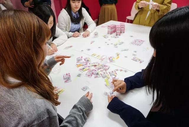 和女高中生共同开发资生堂推出新品牌Posem乳高中女生图片