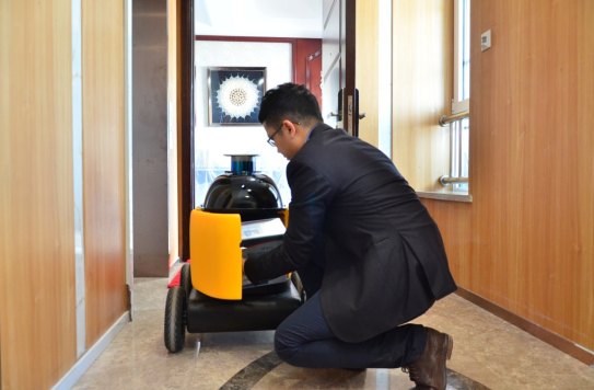 全国首个无人车配送小区落地南京 会自主乘电梯
