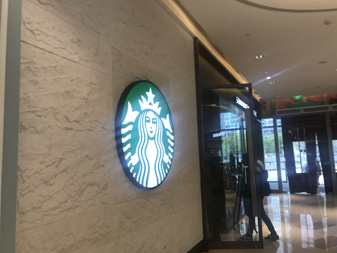 深陷种族歧视争议 最大咖啡公司星巴克将关闭8000家店