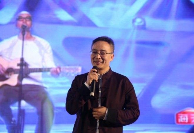 兴隆大家庭董事长李维龙在联商网大会演唱《一生所爱》
