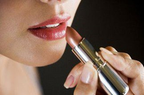 """""""口红效应""""显现:国际化妆品巨头在华业绩创新高"""