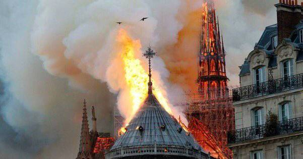 法国开云CEO捐款1亿修复圣母院 巴黎圣母院起火原因是什么