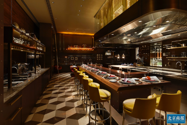 """LV也开餐厅和咖啡馆 奢侈品牌""""场景消费""""走出玩票?"""