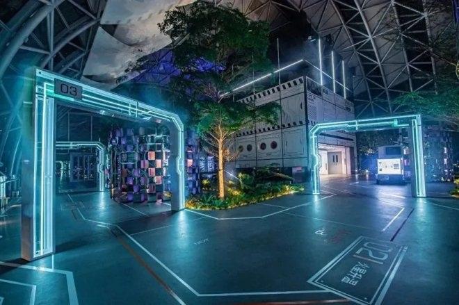 国内首座横向摩天楼明日开放 重庆来福士水晶连廊来了