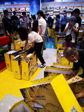 乐高杭州旗舰店开业 一个赠品让黄牛赚到了