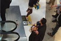 西溪印象城3岁男孩坐电梯被夹 恐被截肢