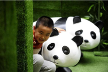 """""""熊猫迷宫"""" 亮相沈阳商场   闯关者众多"""