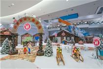 愉景新城圣诞节还原宫崎骏动漫作品《飘零燕》