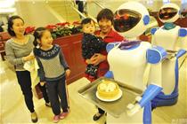宁波一餐厅现机器人送餐员 机器人每台造价6万