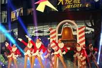 """北京朝阳大悦城""""怪诞森林奇遇记""""大型圣诞景观"""