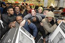 英美迎黑色星期五 商店遭疯抢