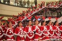 100名圣诞女郎亮相重庆大都会