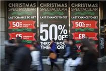 英国迎来超级星期六 消费者血拼购物
