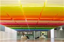 用100种颜色的纸片做成的天花板