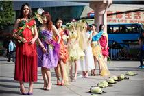西安胸模大赛选手集体溜白菜