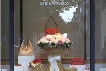 比利时古董级品牌Delvaux母亲节橱窗