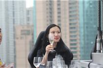 """上海""""空中餐厅""""悬空50米 用生命吃饭"""