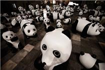 上海静安嘉里广场六一现大量大熊猫