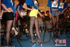 广西柳州一商场举行少女美腿大赛