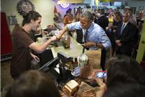 奥巴马烧烤店买餐竟插队 帮人付钱居然付不起