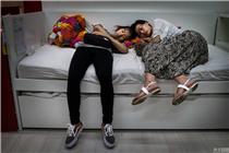 """图说零售:实拍在宜家""""睡觉""""的中国人"""
