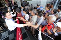 山东潍坊市民排队