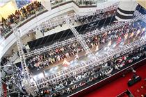 郑州万象城内衣秀引千人围观