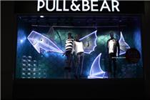Pull & Bear英国牛津街专卖店橱窗陈列