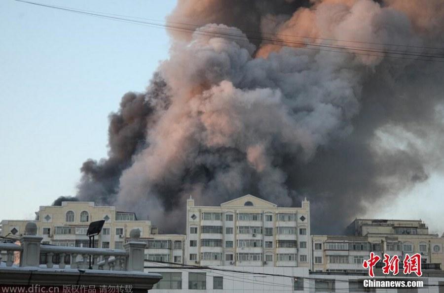 哈尔滨一商场发生大火 3消防官兵遇难