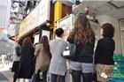 东京开了家肌肉男烤肉店 妹子们排队排疯了!