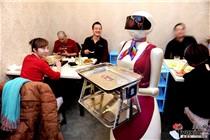 乌鲁木齐一家火锅店用机器人当服务员