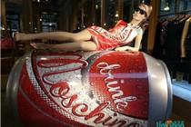 莫斯奇诺(Moschino)可乐主题橱窗