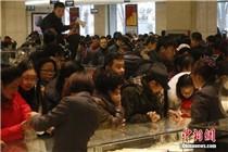 中国大妈元旦抢黄金 商场每分钟卖出近40万元