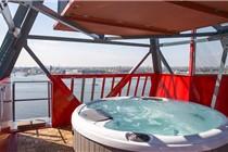 荷兰报废起重机变身豪华酒店 内设温泉和演播室