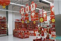 欧尚超市新年年货一条街氛围布置