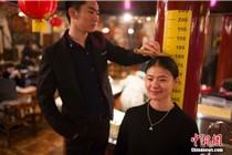 山西太原一餐厅凭身高打折招揽生意