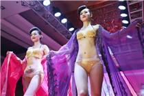 郑州一商家上演黄金内衣秀 每套价值400万元